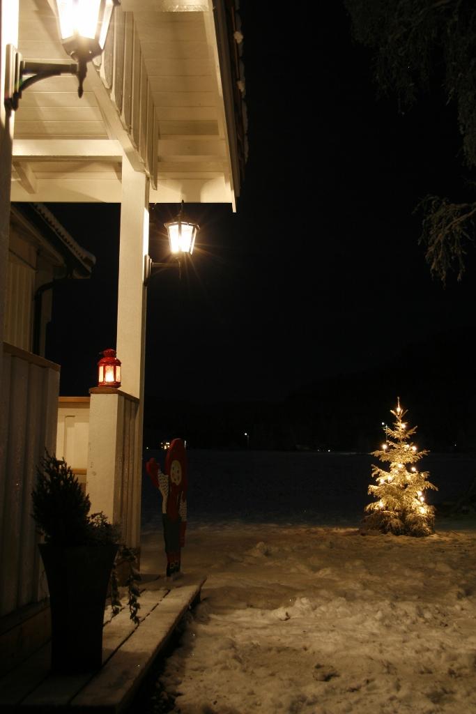 BoligMentoren og Falck Redning AS ønsker alle en god og brannsikker jul.