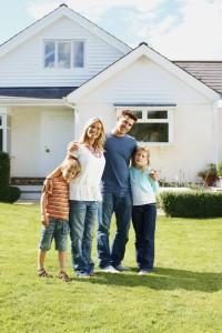 Kjøp av bolig er den største investeringen du gjør i livet ditt. Det lønner seg derfor å bli økonomisk smart i hverdagen. (Ill. foto: iStockpoto.com).