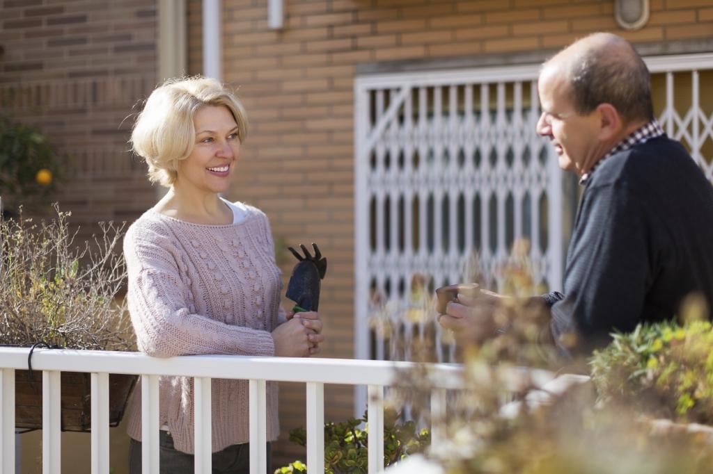 Et godt forhold til naboen gjør det lettere å unngå konflikt hvis noe skulle oppstå. (Ill. foto: iStockphoto.com).