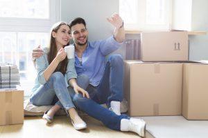 Det er lettere å komme seg inn på boligmarkdet når man er to, men det trenger ikke være en partner. Du kan også kjøpe sammen med venner og søsken. (Alle. Ill. foto: iStockphoto.com).